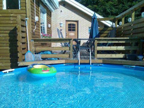 hyra stuga skåne pool